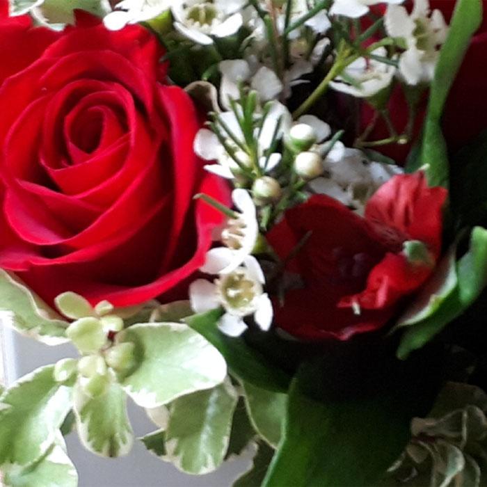 фото 2: Конверт с цветами в яркой цветовой гамме