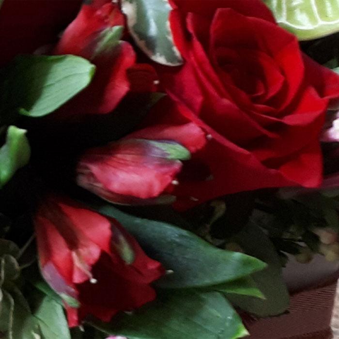 фото 3: Конверт с цветами в яркой цветовой гамме