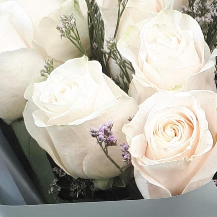 фото 3: Букет из 11 белых или кремовых роз
