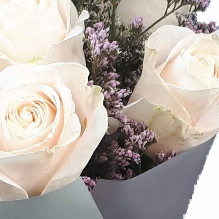 фото 2: Букет из 11 белых или кремовых роз