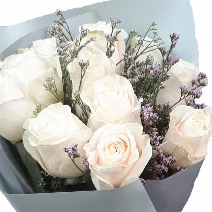 фото 1: Букет из 11 белых или кремовых роз