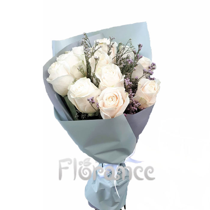 Букет из 11 белых или кремовых роз