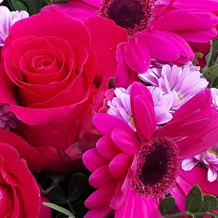 фото 2: Малиновый букет с розами и другими цветами